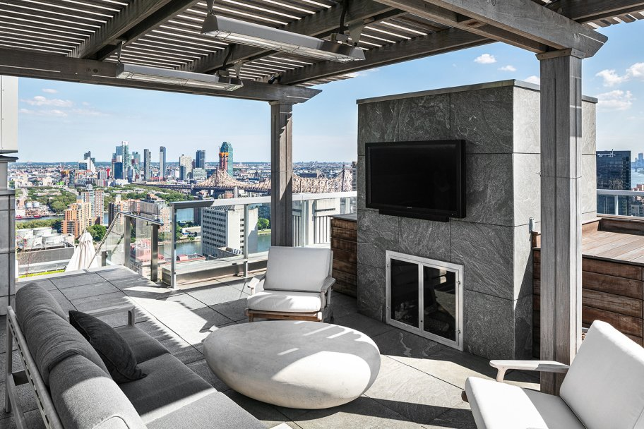 Jennifer Lawrence Manhattan real estate outdoor