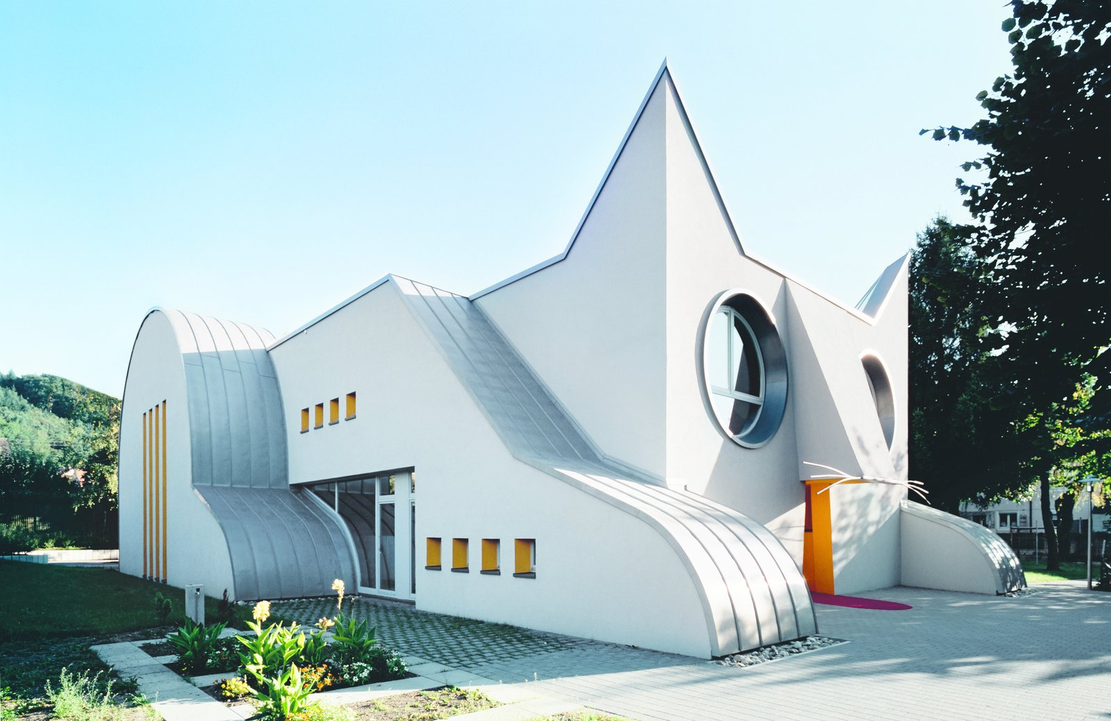 """8 Postmodern Buildings That Proclaim """"Less Is a Bore"""""""
