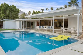 An Iconic Old Hollywood Hang in Palm Springs Relists for $1.4M