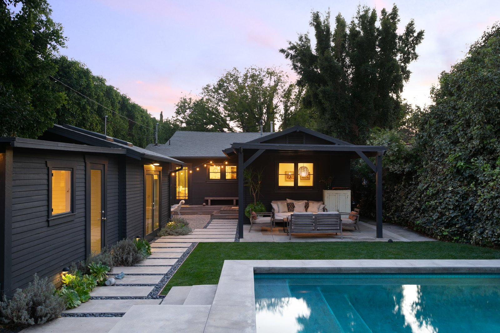 1920s Los Angels bungalow outdoor