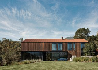 A Barn-Inspired Retreat in Northern California Hangs Over a Hillside