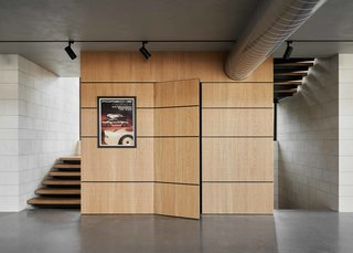 The exclusive use of wood, concrete, and steel provides material continuity throughout each level. Wood panelling adds an elegant canvas for memorabilia and contrasts with concrete block walls.