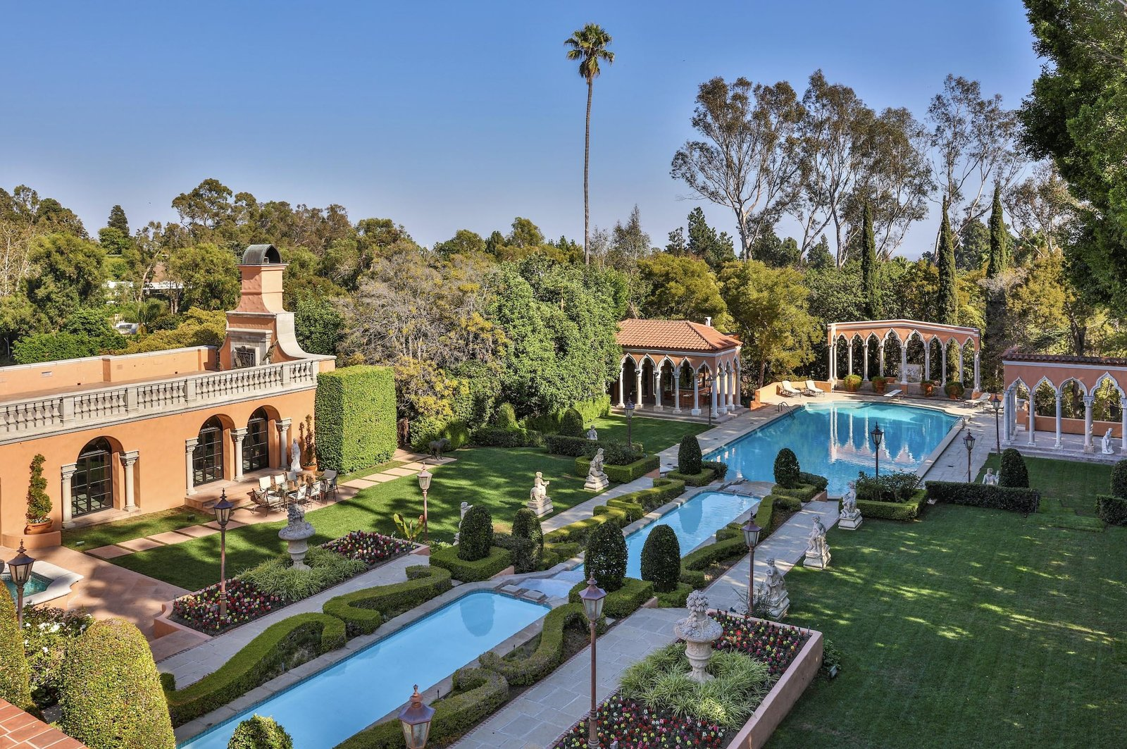 Beverly House by Gordon Kauffmann gardens and pool