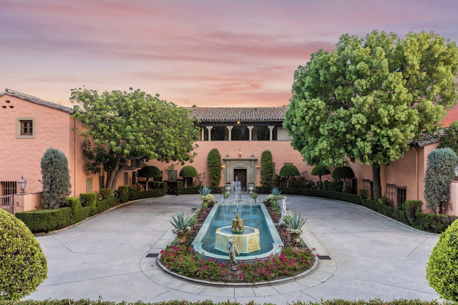 Beverly House by Gordon Kauffmann entry drive