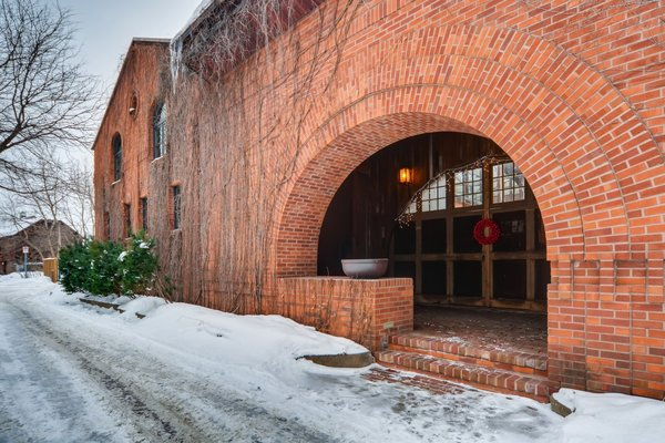 Sited along a cobblestone alleyway in St. Paul, 260 Maiden Lane is the former carriage house of James J. Hill, Minnesota's railroad tycoon—also known as the