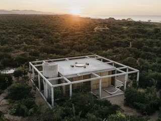 Aranza de Ariño and Claudio Sodi gave the architects at S-AR carte blanche to design their 850-square-foot beach retreat.