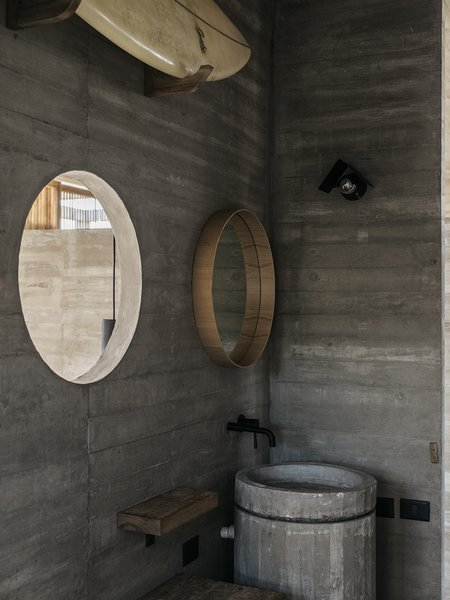 "The bathroom picks up on the circular form of the home's cylindrical stair and the ""water mirror"" on the roof."
