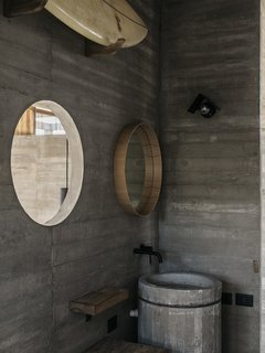 """The bathroom picks up on the circular form of the home's cylindrical stair and the """"water mirror"""" on the roof."""