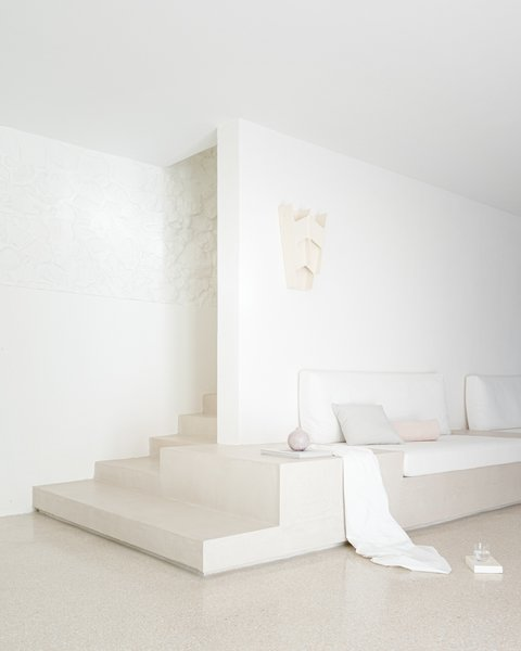 The sculptural wall sconces are by Guy Bareff.
