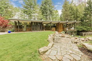 A Frank Lloyd Wright–Inspired Glass House in Ohio Hits the Market for $600K