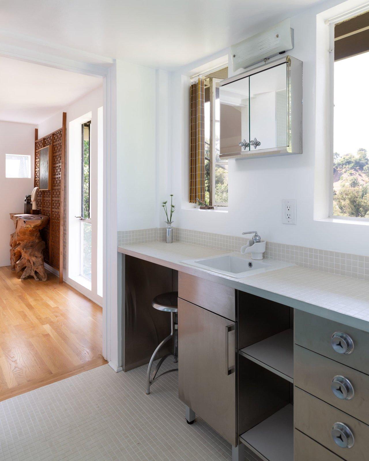 Laurel Canyon midcentury Los Angeles real estate bathroom