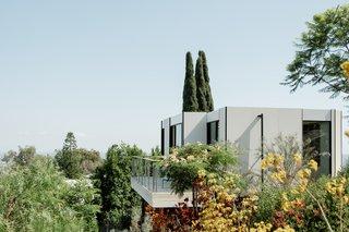 A $185K Prefab Guesthouse Pops Up on a Tricky Hollywood Hillside