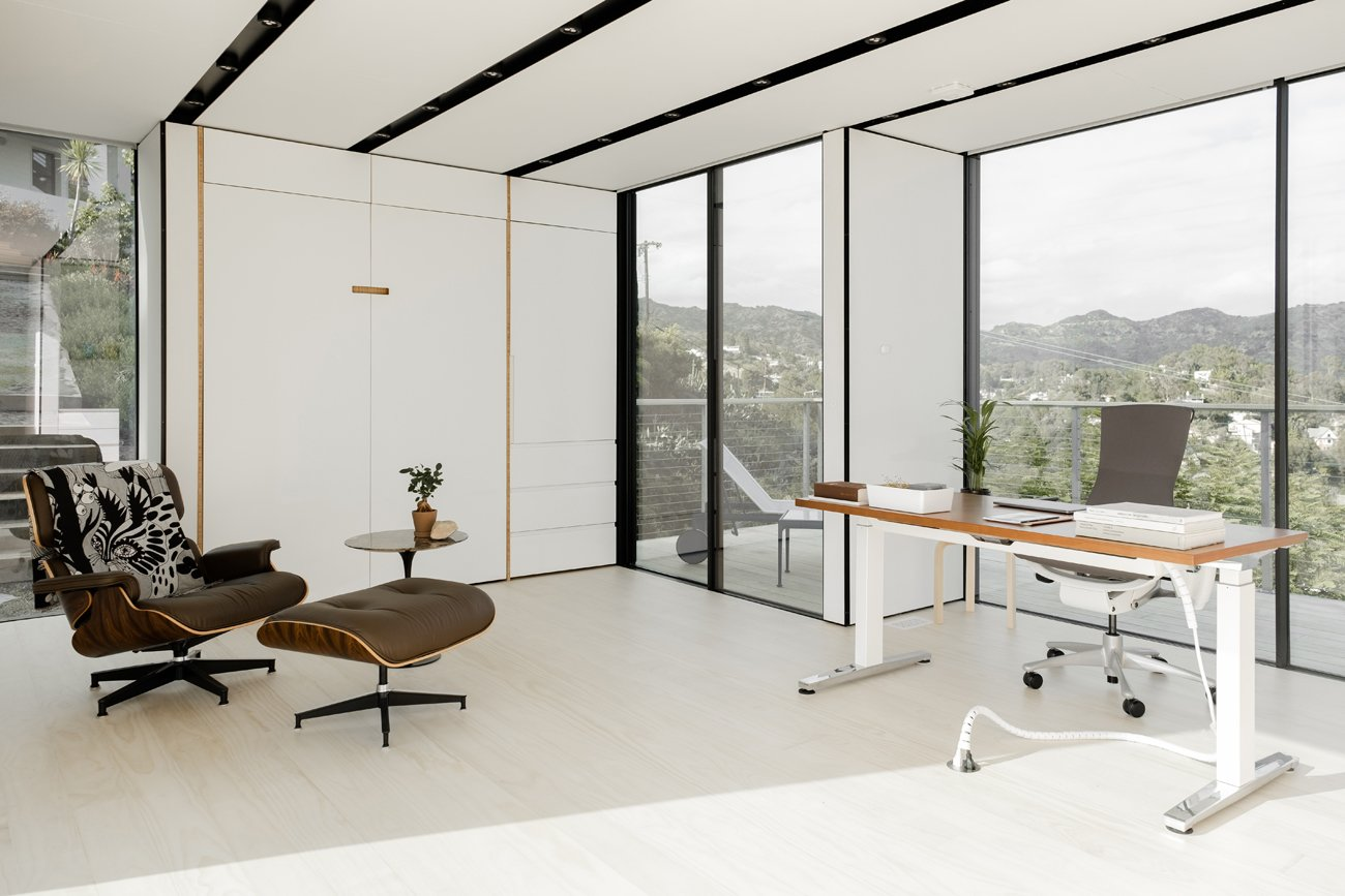 Hollywood Prefab Guesthouse  office space