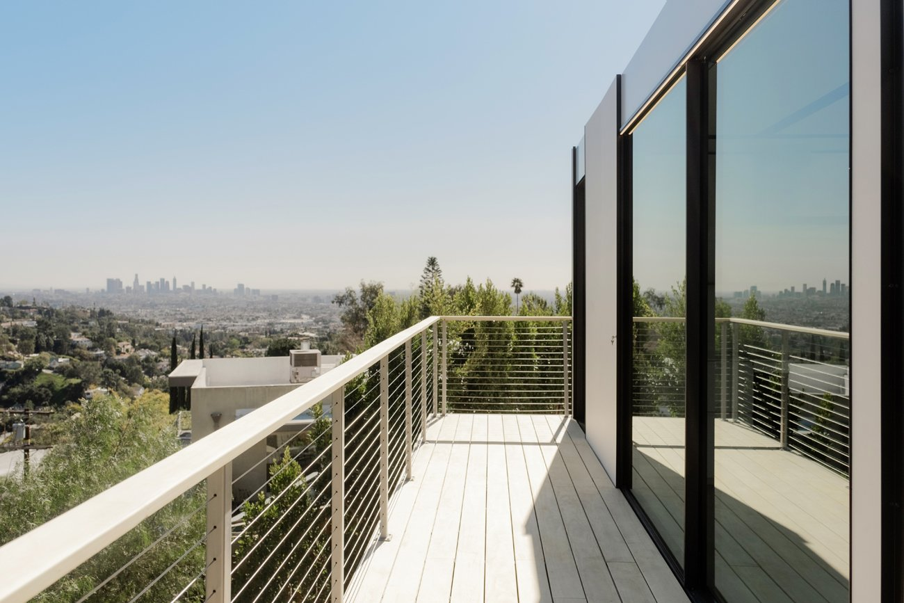 Hollywood Prefab Guesthouse  deck