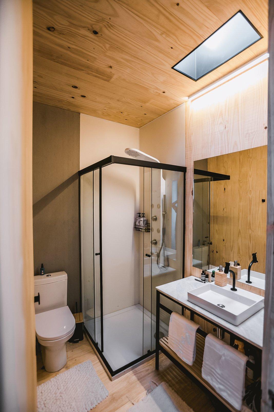 WaterlilliHaus bathroom