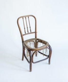 为什么纺织界的超级明星纳尼·玛奎纳珍视这把废弃的椅子