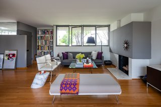 In the living room, two shades of gray paint from Sherwin-Williams complement the upholstered furnishings from Knoll.