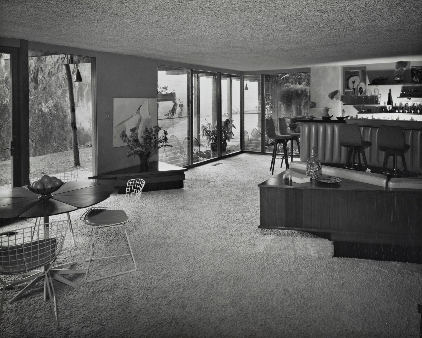 Dining Room A built-in bar and bench seating provided a spot for entertaining in another corner of the home.  Photo 11 of 16 in A One-of-a-Kind Midcentury Modern Has Resurfaced on the Market to the Tune of $3.5M