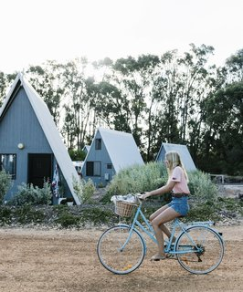 """Esperance Chalet Village is located in the southwestern coastal town of Esperance, Australia. The compound features a mix of A-frames and other structures updated by <span style=""""font-family: Theinhardt, -apple-system, BlinkMacSystemFont, &quot;Segoe UI&quot;, Roboto, Oxygen-Sans, Ubuntu, Cantarell, &quot;Helvetica Neue&quot;, sans-serif;"""">Fiona and Matt Shillington, who purchased the property after moving to the area from Sydney five years ago.</span><span style=""""font-family: Theinhardt, -apple-system, BlinkMacSystemFont, &quot;Segoe UI&quot;, Roboto, Oxygen-Sans, Ubuntu, Cantarell, &quot;Helvetica Neue&quot;, sans-serif;""""> </span>"""
