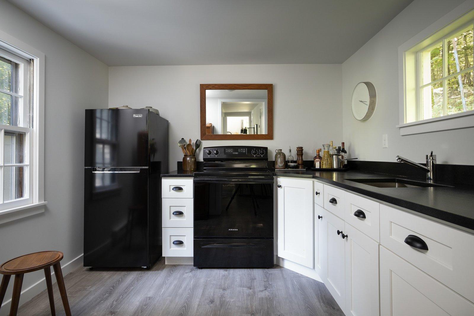 New England–style cottage kitchen