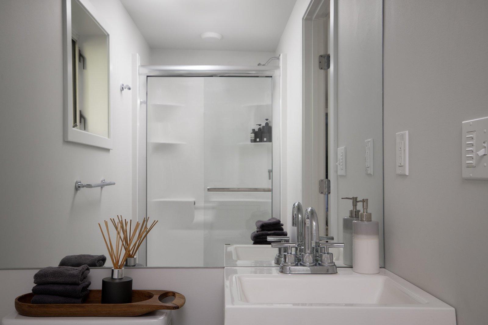 New England–style cottage bathroom