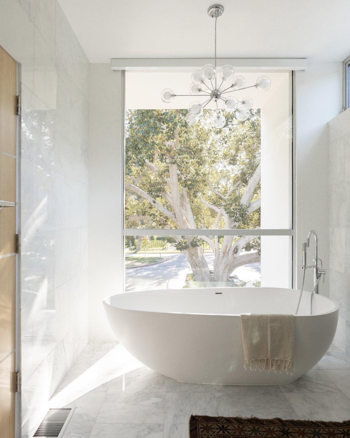 Bruno Bondanelli Los Angeles home bathroom