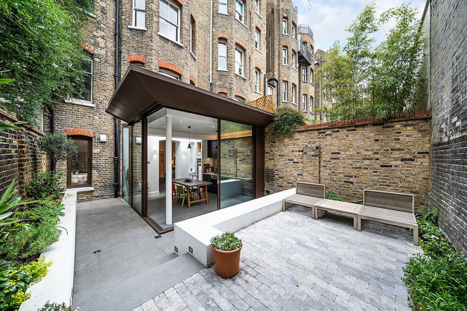 Oscar Wilde Apartment patio