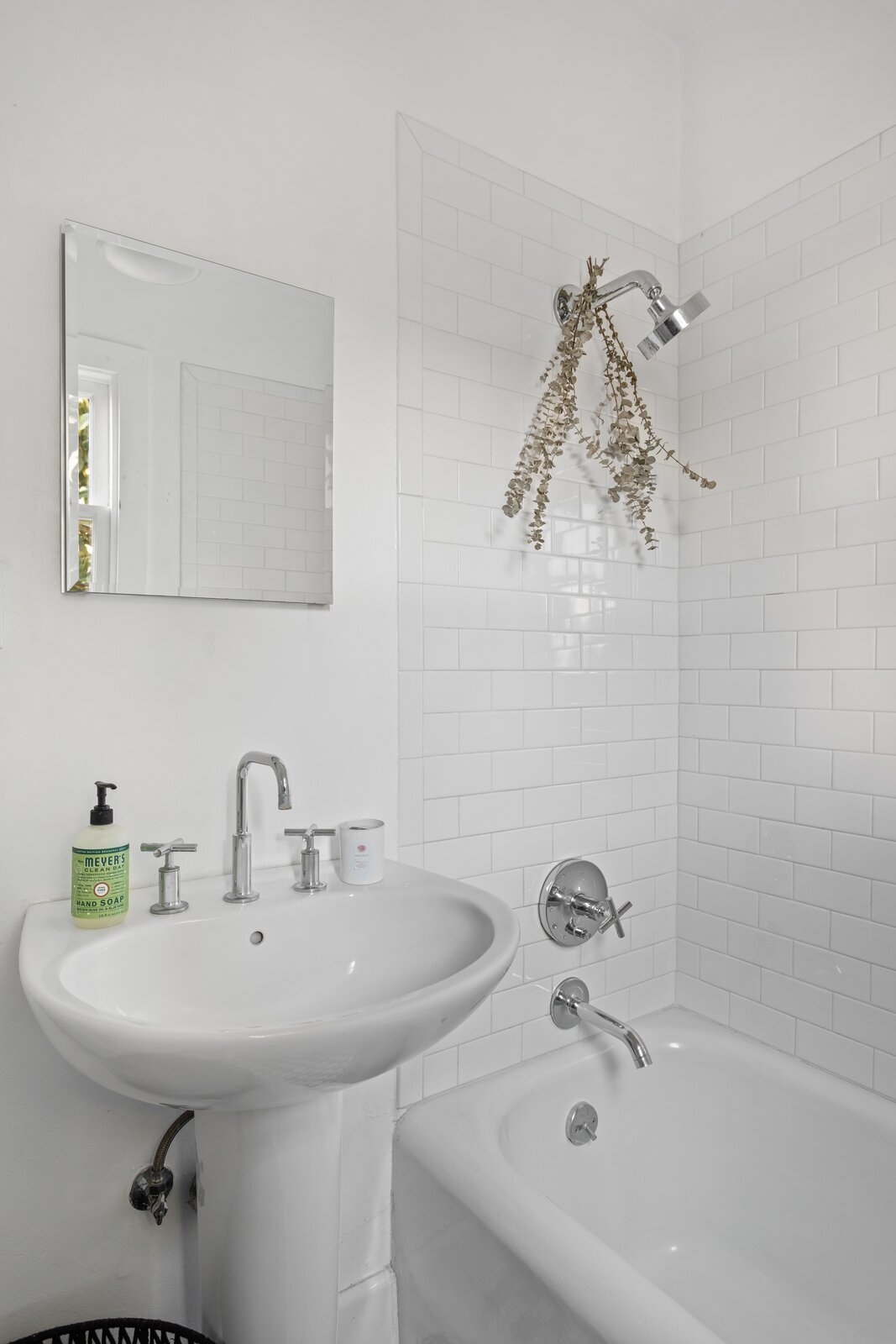 1920s Spanish Revival home bathroom