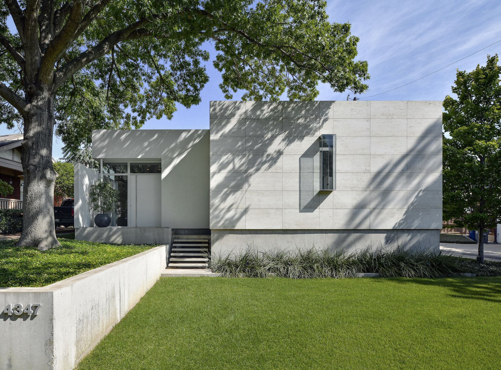 """Exterior Built in 2014, this modernist-style home is sited on an irregularly shaped lot in the Turtle Creek area of Dallas, Texas. The front-most section of the facade is covered in Roman travertine, while the rest of the exterior is finished in <span style=""""font-family: Theinhardt, -apple-system, BlinkMacSystemFont, &quot;Segoe UI&quot;, Roboto, Oxygen-Sans, Ubuntu, Cantarell, &quot;Helvetica Neue&quot;, sans-serif;"""">hard-troweled stucco.</span>  Photo 1 of 11 in A Chic Urban Retreat by Modernist Architect Lionel Morrison Asks $2.5M in Dallas"""