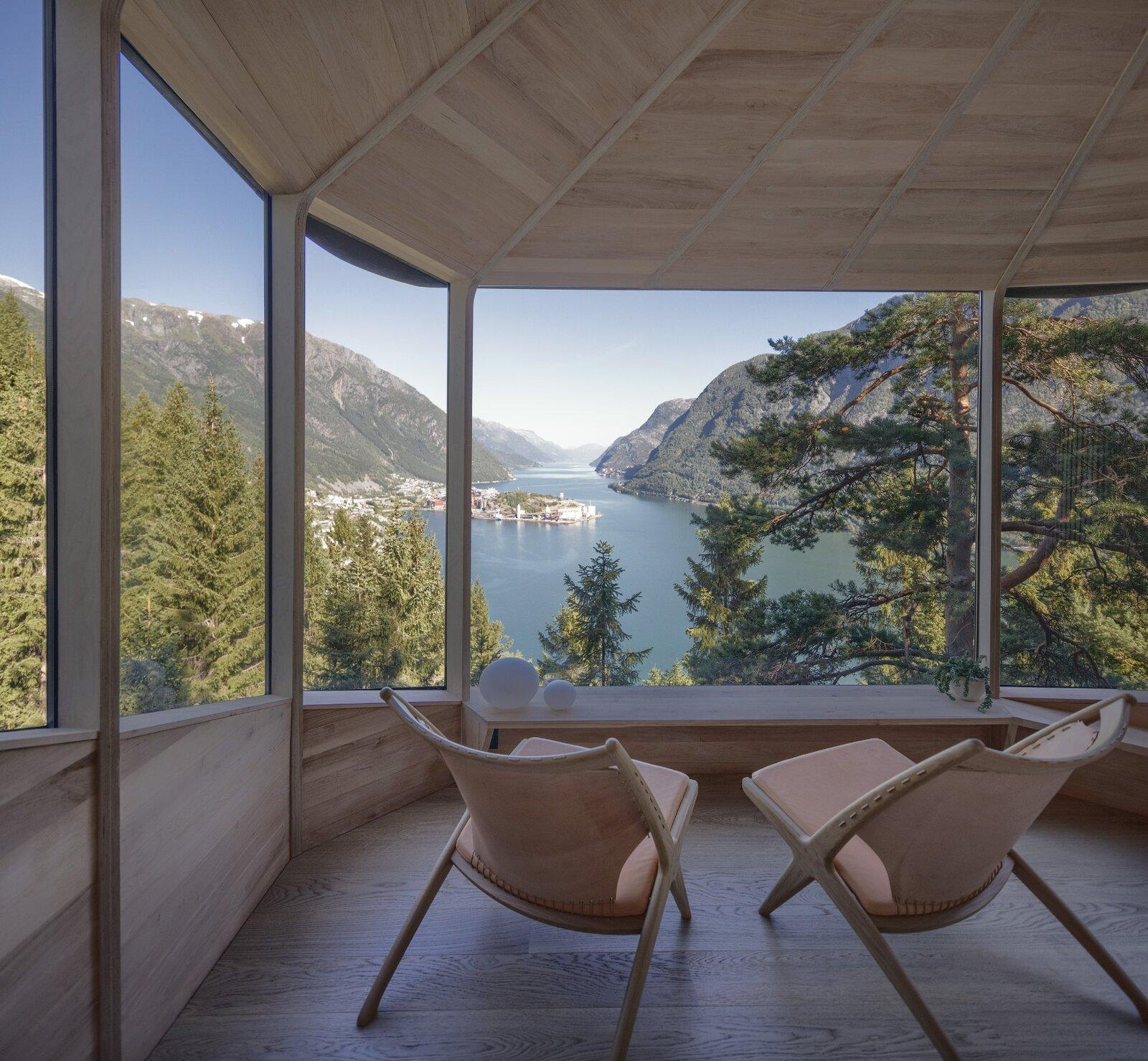 Woodnest tree house living area