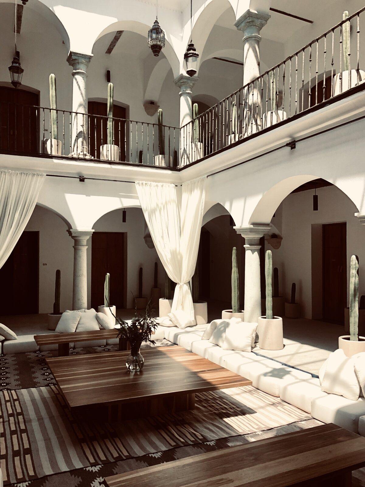 Hotel Sin Nombre