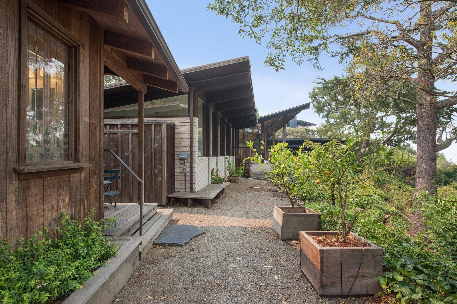 Kniveton Residence exterior