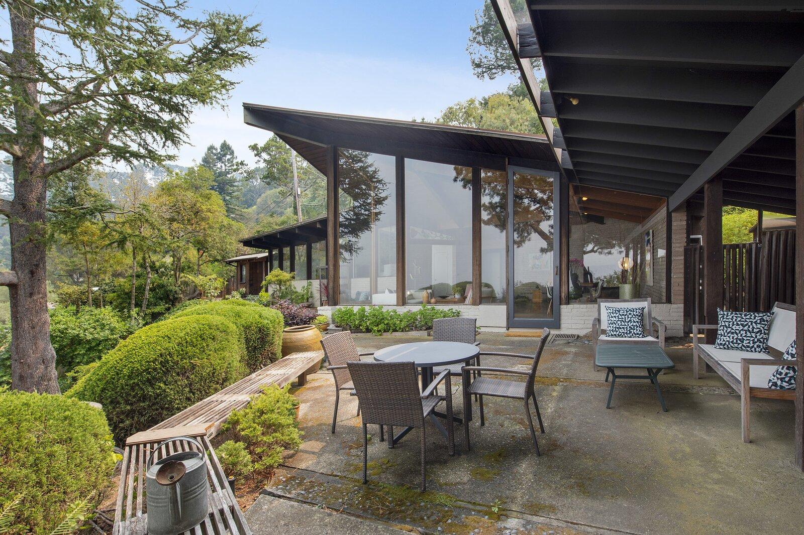 Kniveton Residence patio