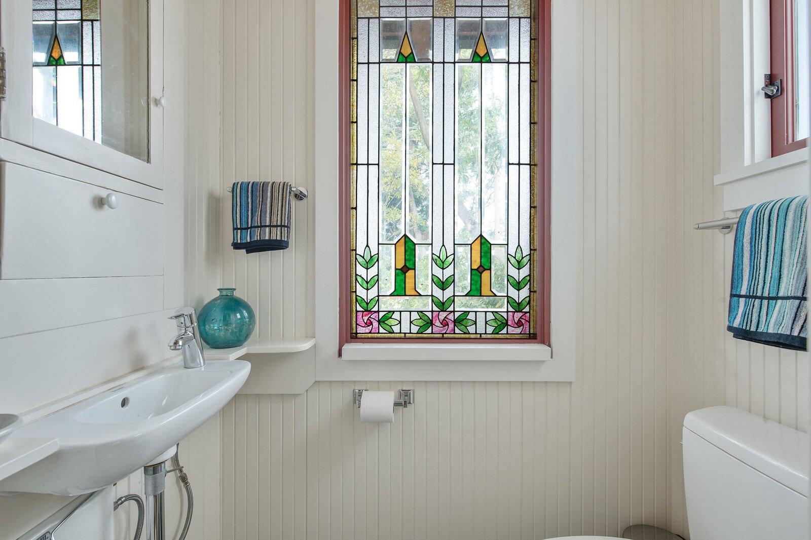 Kniveton Residence writer's cottage bathroom