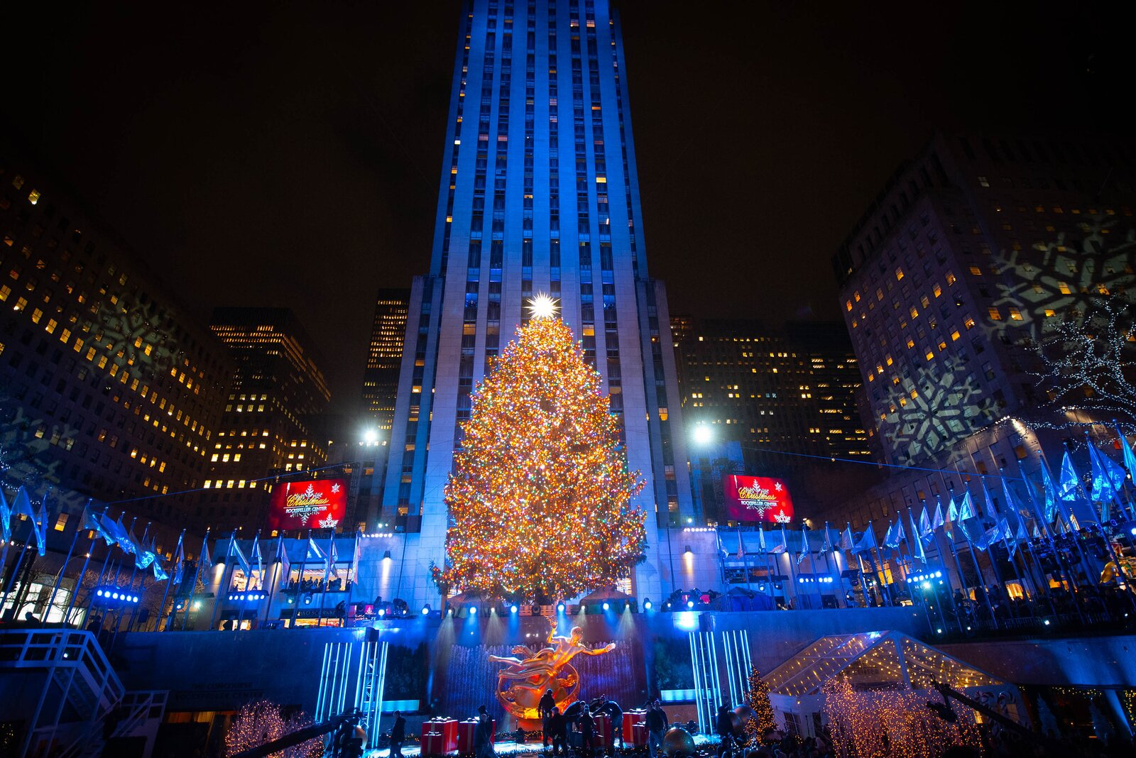 New York City Mayor Bill de Blasio lights the Christmas tree at Rockefeller Center in 2018. This year, major holiday traditions will be held online.  Photo 4 of 7 in Home for the Holidays? Here's What You Need to Know About Traveling This Winter