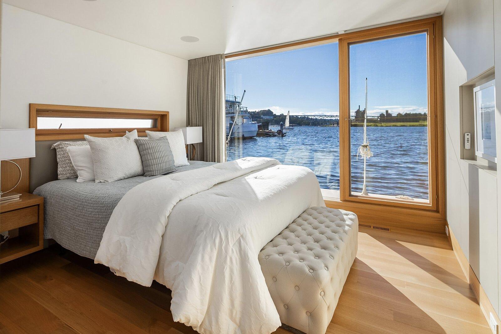 Vandeventer + Carlander floating home bedroom