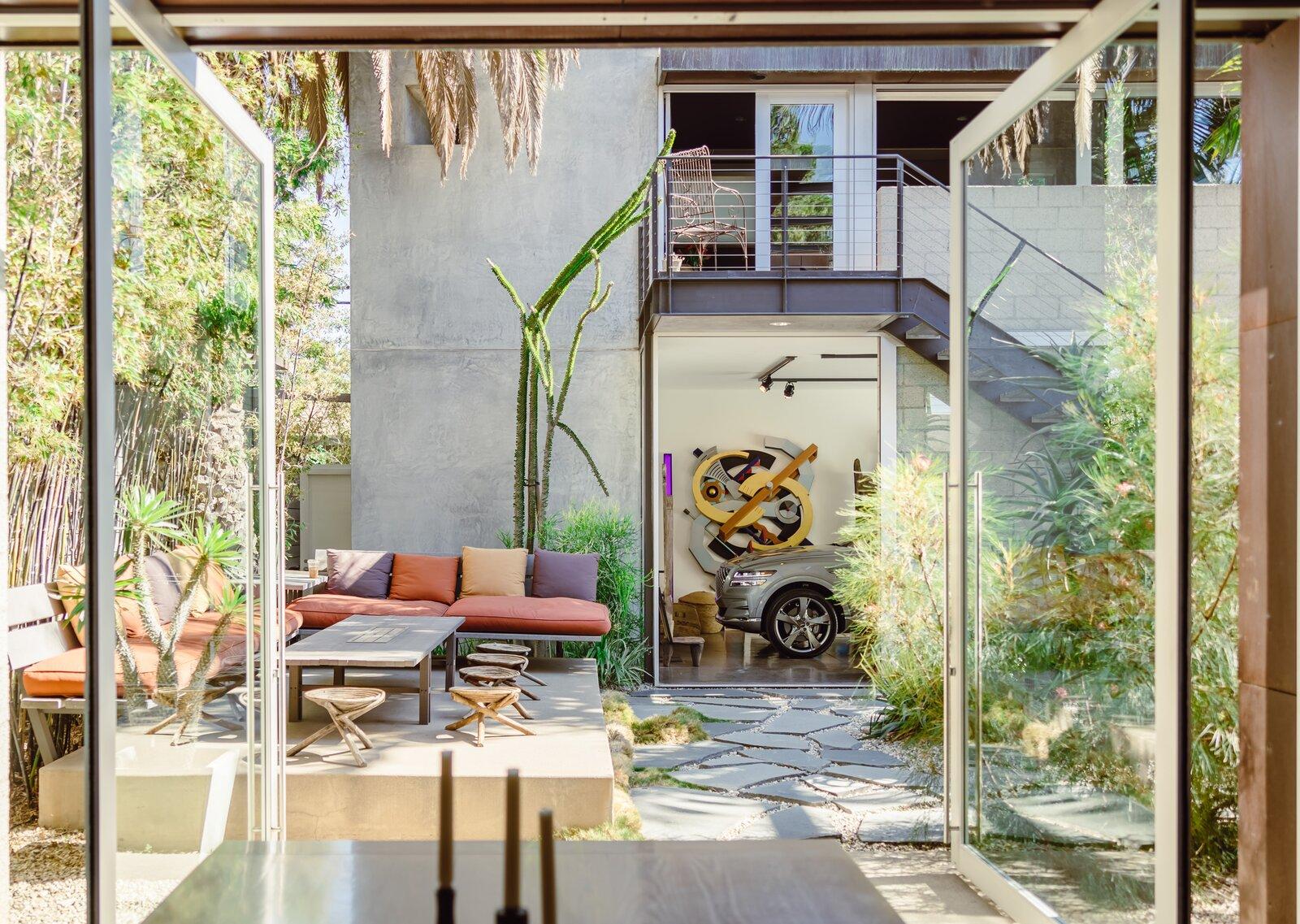 700 Palms courtyard