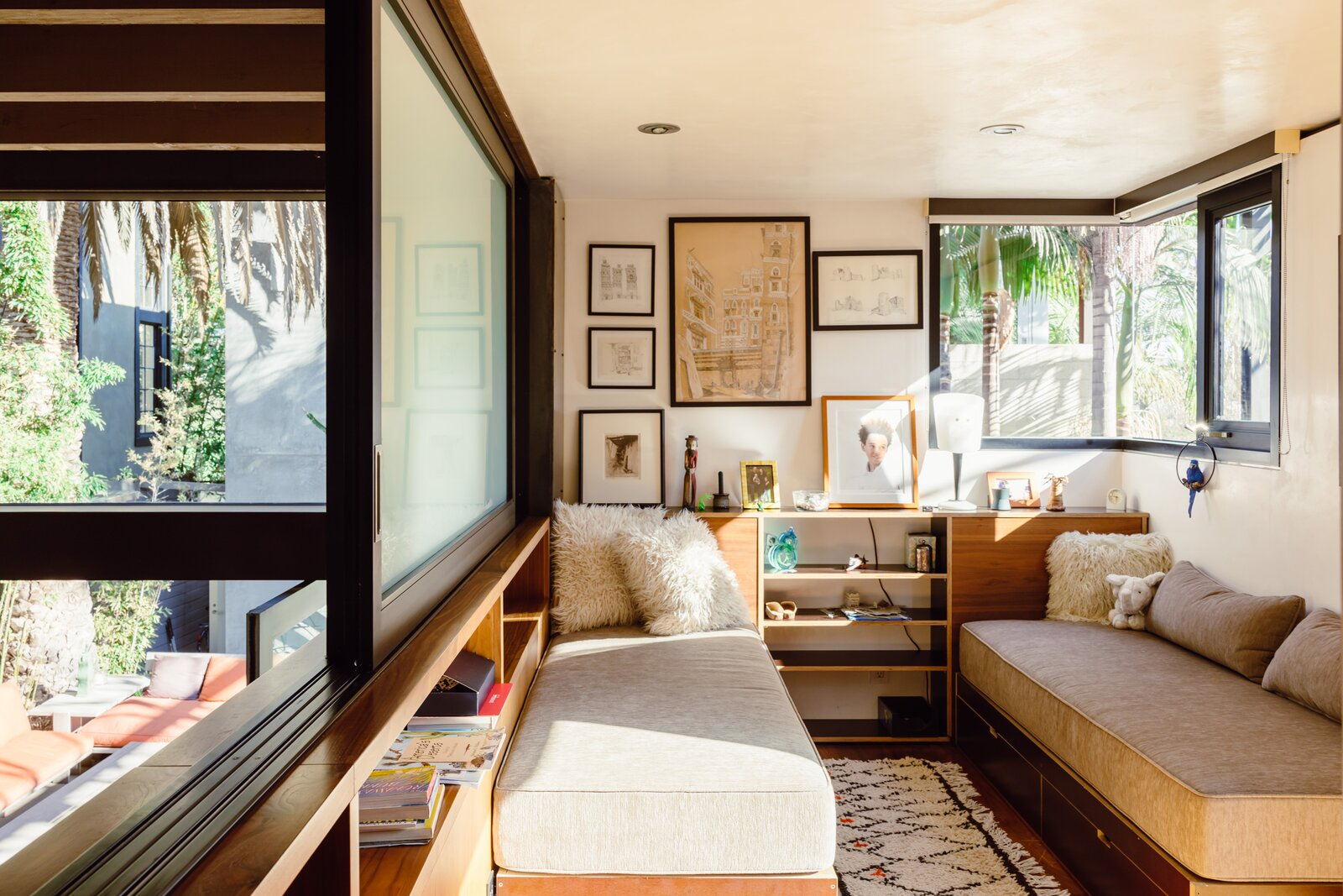700 Palms guest room