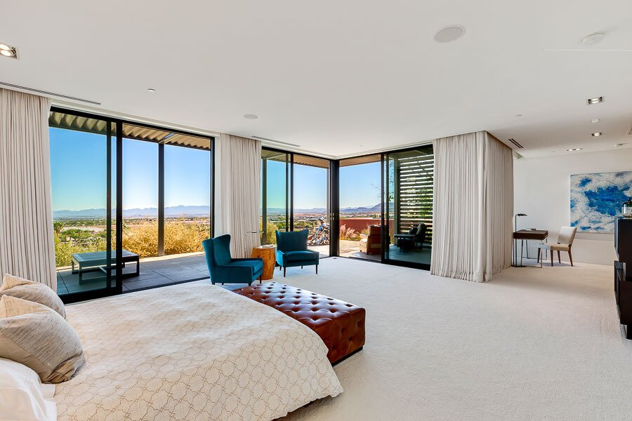 """In the opposite wing, the principal suite also faces east toward the center of Las Vegas.  Photo 9 of 12 in Asking $10.5M, This Desert Prefab by Marmol Radziner Doesn't Want for """"Wow"""" Factor"""