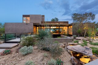 "Asking $10.5M, This Desert Prefab by Marmol Radziner Doesn't Want for ""Wow"" Factor"