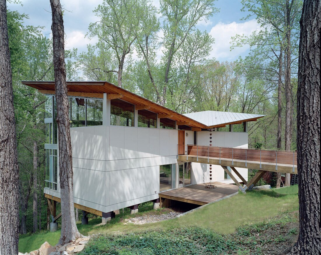 """The Strickland-Ferris House was built for an artist on a steep hillside in Raleigh, North Carolina. Conceived as a """"fallen leaf,  Photo 3 of 6 in Let's Be Frank"""
