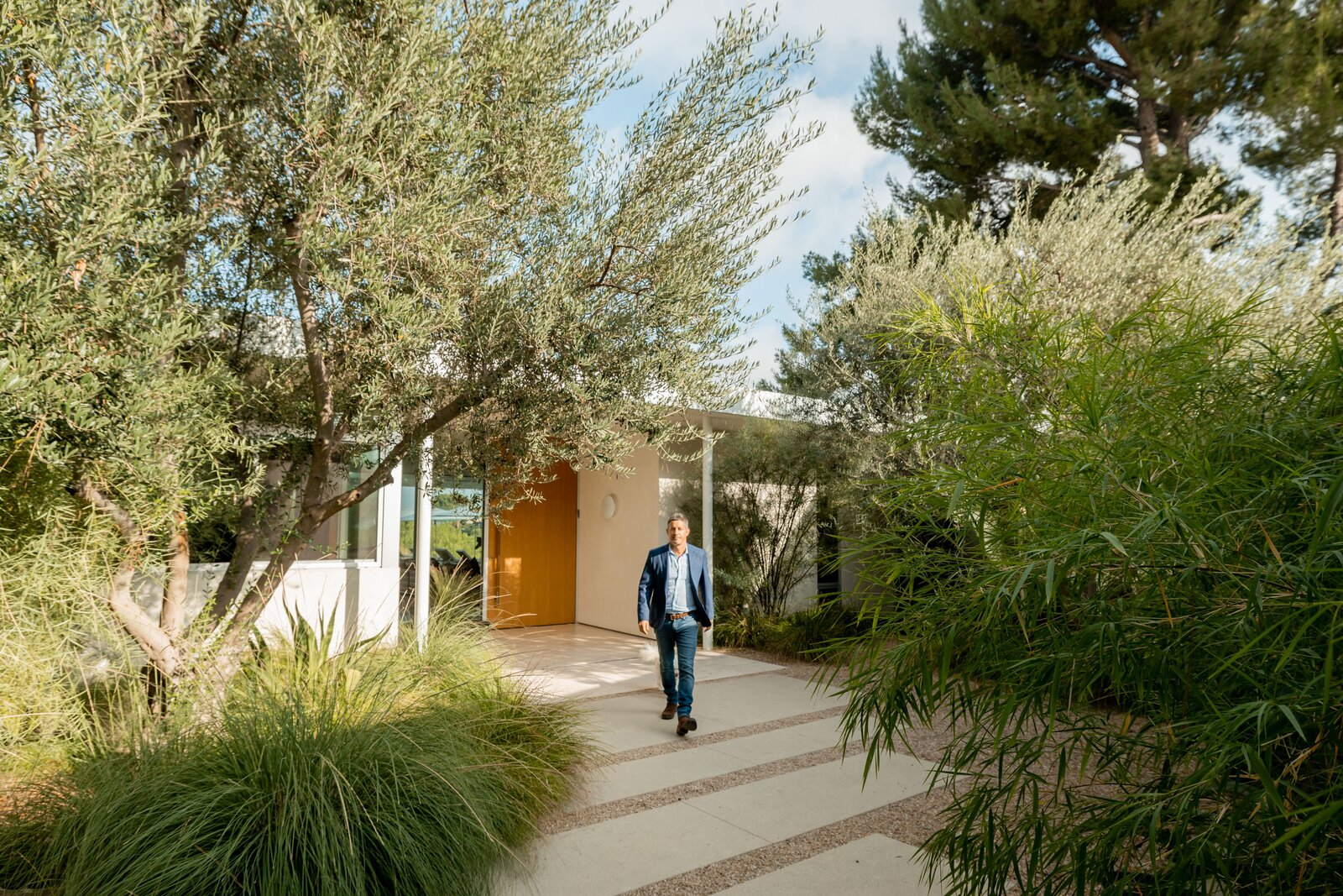 Front walkway of Clear Oak Residence by Woods & Dangaran Architects