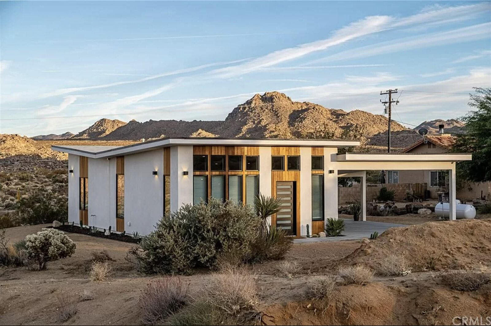 Move Into This Cheery, Butterfly-Roofed Cabin in Joshua Tree for $650K
