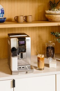 The couple opted for a D™inamica LatteCrema™ Automatic Coffee and Espresso Machine from De'Longhi, which offers a built-in LatteCrema™ system for integrated milk frothing and can even make iced coffee.