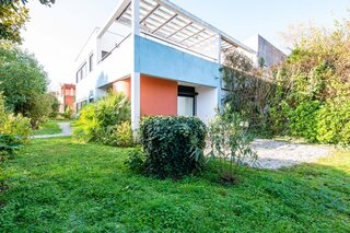 """A 1920s """"Zigzag"""" House by Le Corbusier Seeks €472k in France's Wine Country"""