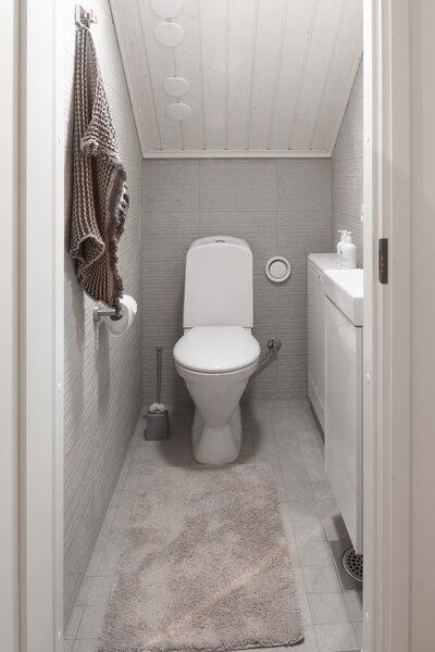 Best 24 Modern Bathroom Travertine Floors Design Photos And Ideas Dwell