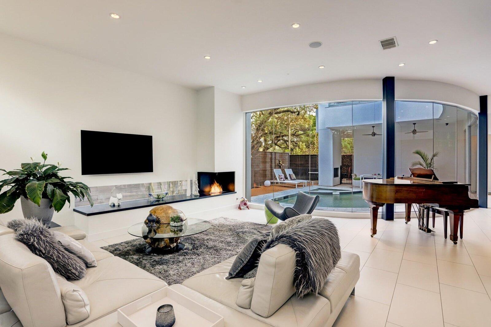 Allen Bianchi Houston home undulating glass wall
