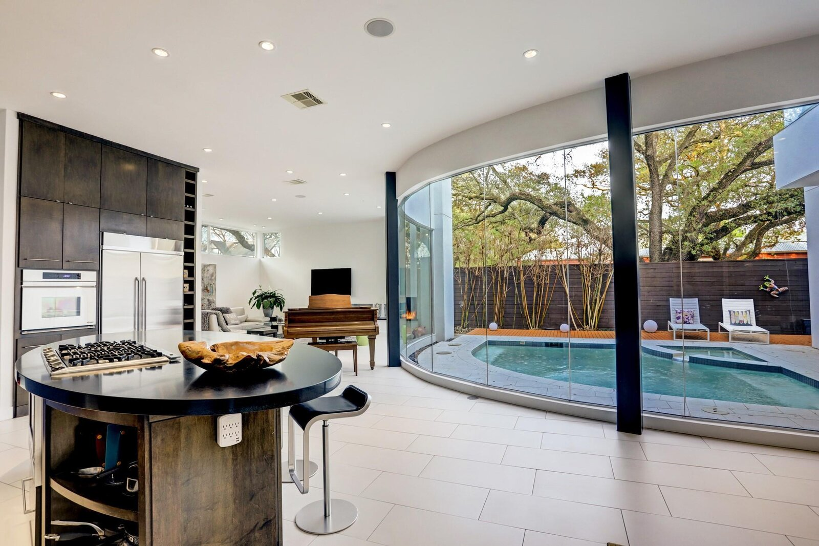 Allen Bianchi Houston home kitchen and pool area