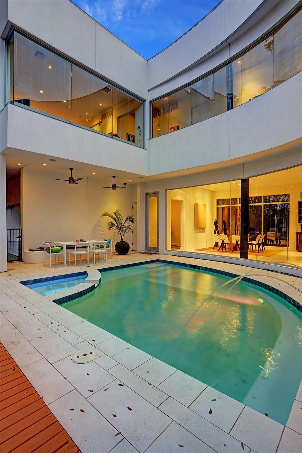 Allen Bianchi Houston home backyard and pool area