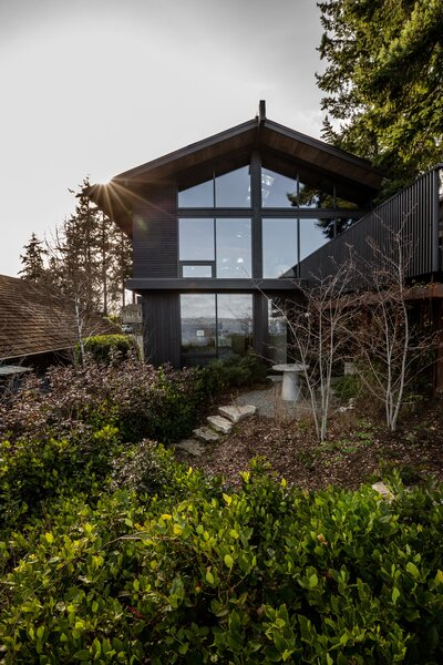 Working with architects at The Miller Hull Partnership and interior designer Charlie Hellstern, they honored the 1960s Northwest-modern design while pushing the boundaries of renovating sustainably.